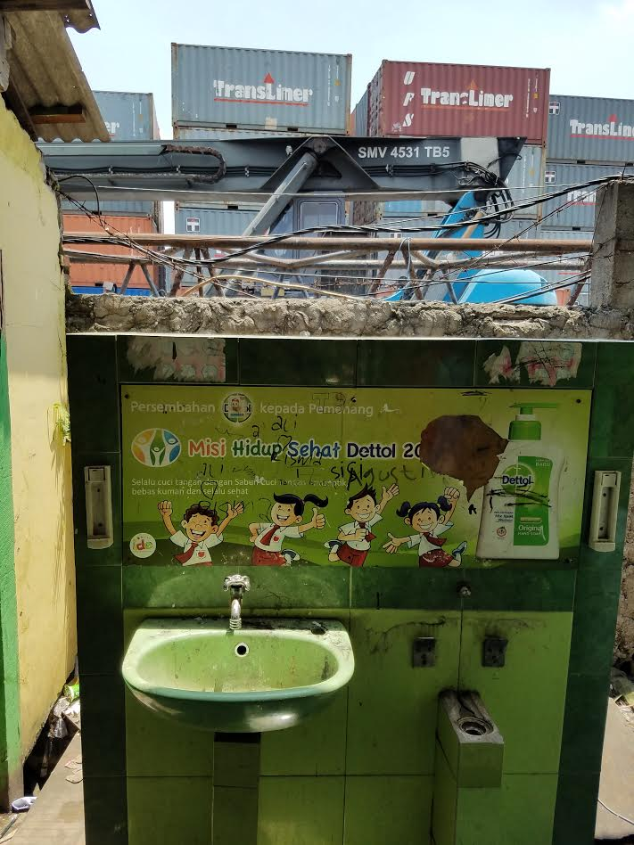 Sink with handwashing promotion